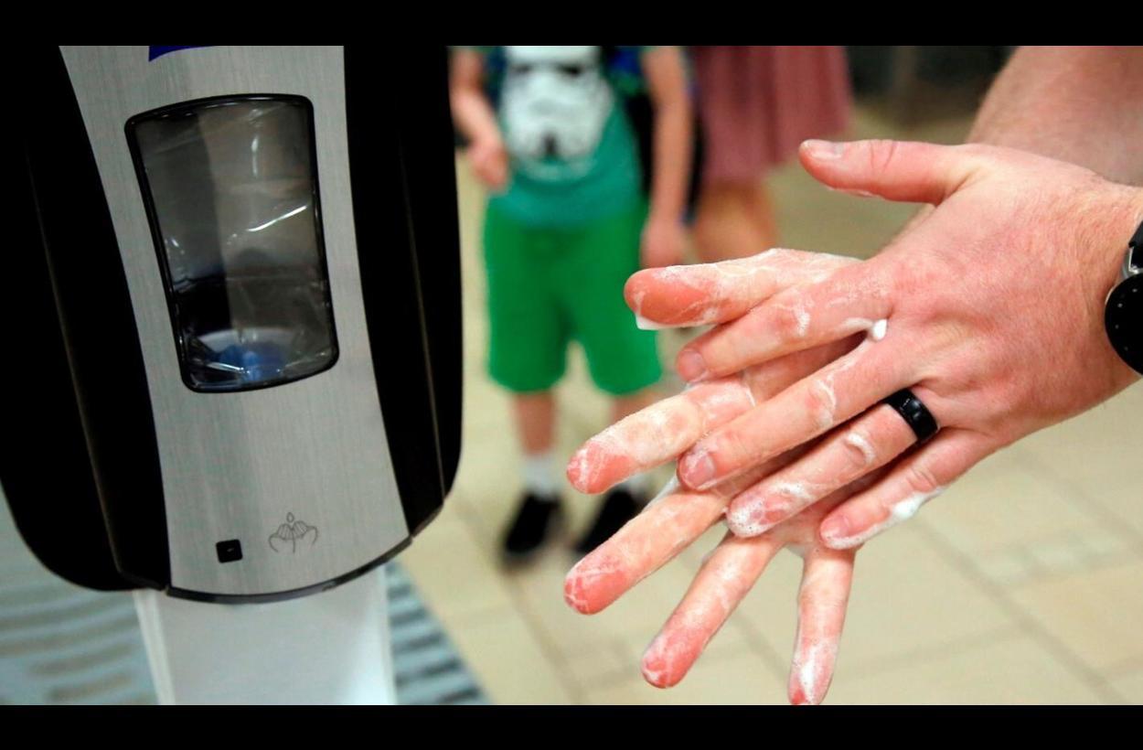 Гигиена рук в общественных местах: почему необходимы антисепти