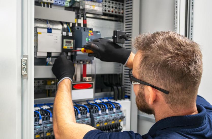 Как проводится электромонтаж в частном доме?
