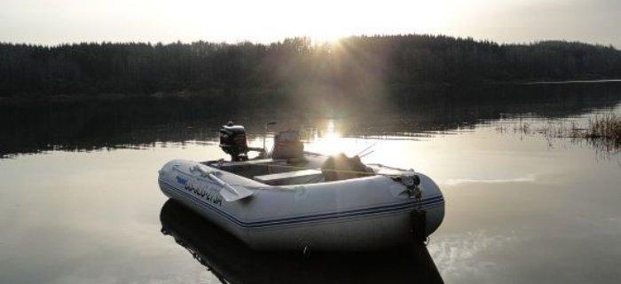 Как выбрать идеальный подвесной двигатель для надувной лодки из ПВХ