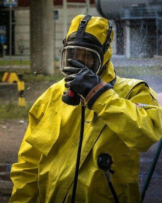 4 шагов к поиску подходящего химического костюма