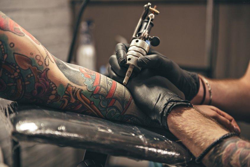 Как ухаживать за свежей татуировкой?