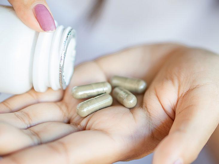 Добавки при менопаузе: продукты, витамины и лечебные травы, которые помогут вам справиться