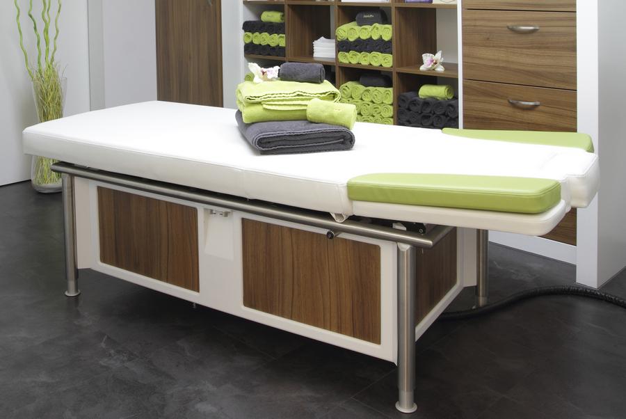 Как выбрать лучший массажный стол в массажный салон?